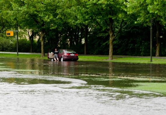 car-break-down-lorensborgsgatan-malmo-sweden