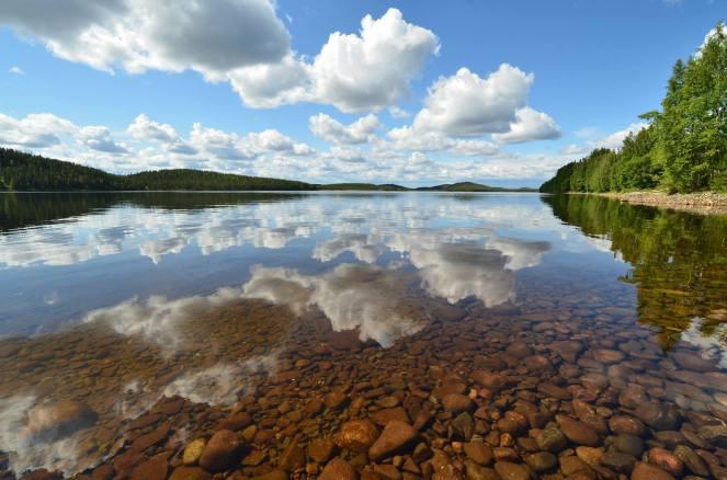 1022 Sharing all the world... (Gallejaur, Sweden).